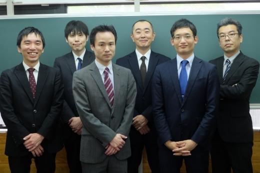 CG啓明館根岸スクール室長 石政 信一郎(左から3番目)
