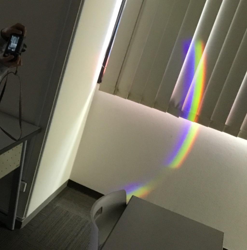 12月1日サイエンスラボで教室に虹が出現しました!うまく撮影できましたか?(*^_^*)