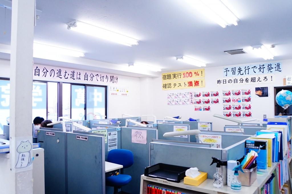 教室の様子 広くて明るいです。モノレールもよく見えます