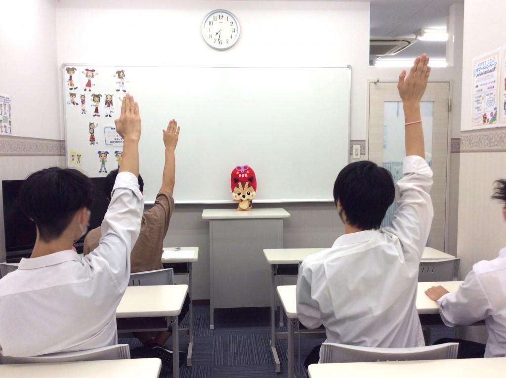 集団教室で授業なりっす! みんな勉強頑張るなりっす!