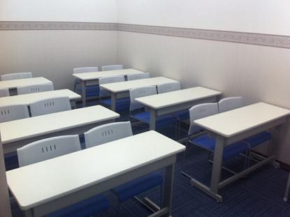 集団授業のための教室もあります。小中生向けのイベント、教室模試なども実施しております。