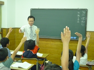 少人数で活気あふれる授業を展開しています!  一度体験してください。