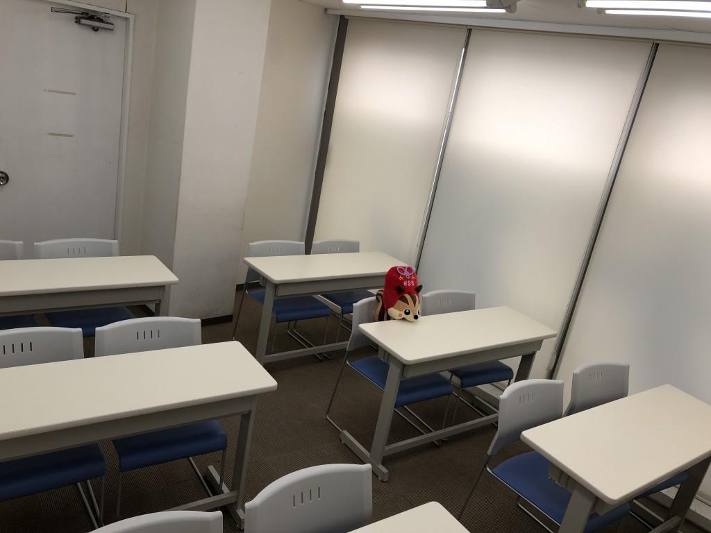 自習室が12席あるなりっす! 入試前の特訓や定期的な模試はここで受けるなりっす! みんなで切磋琢磨しあうなりっす!