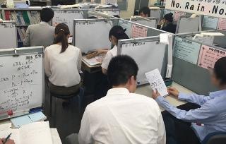 CGパーソナル川崎西口教室の個別指導は1対1または1対2の完全個別指導。 だから問題演習の状況もしっかりと把握した上で指導を行っています。