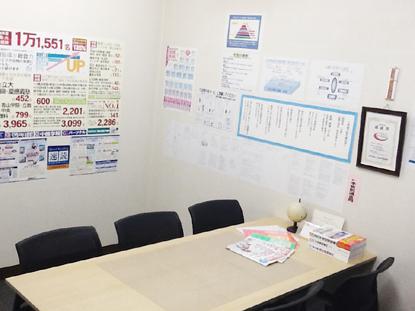 面談室には中萬学院の誇る豊富な受験情報が完備されております。