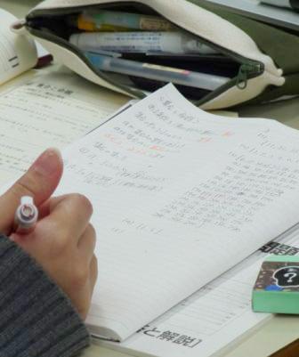 一人ひとりに対して、ノート指導もきめ細かに行い、大事なポイントは必ずノートにとる習慣を付けさせています。