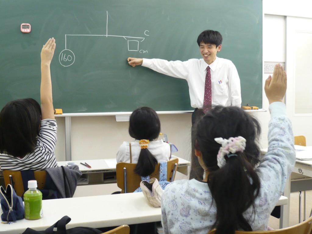 『授業風景』生徒に発問をしながら楽しく授業を進めています。