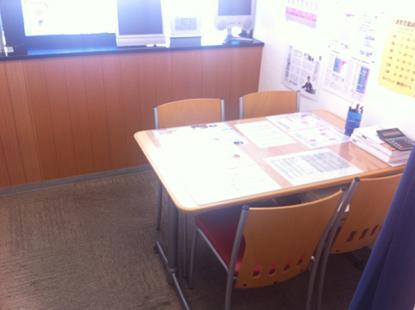 面談室には各種進学資料を取り揃えております。