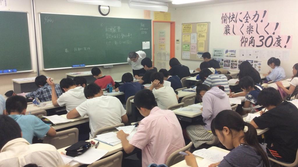 定期テスト対策の様子です。中1~中3生までが朝から一緒に自習をしています。
