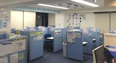 教室は、明るくて清潔です。 加湿器、空気清浄器、LED照明 防犯システムを完備!