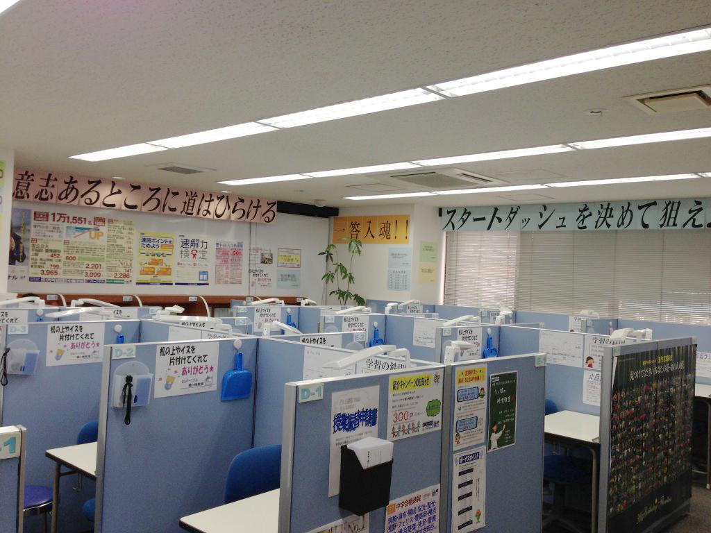 教室は、明るくて清潔です。 空気清浄器、LED照明、防犯システムを完備!