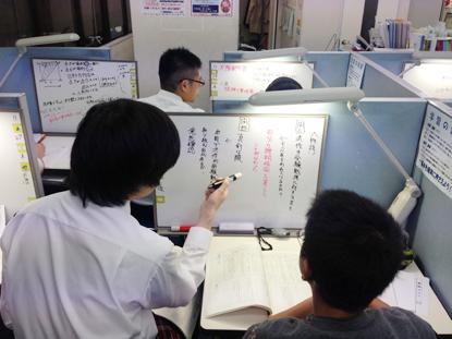 能見台教室では、選り抜かれた有能な講師陣が熱心に授業を行います。