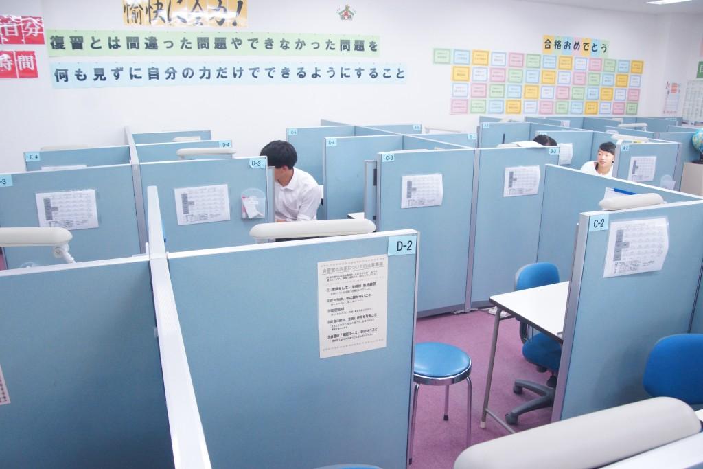 個別指導教室では最大級の個別ブース44席!授業以外に自習でも自由に使えます!