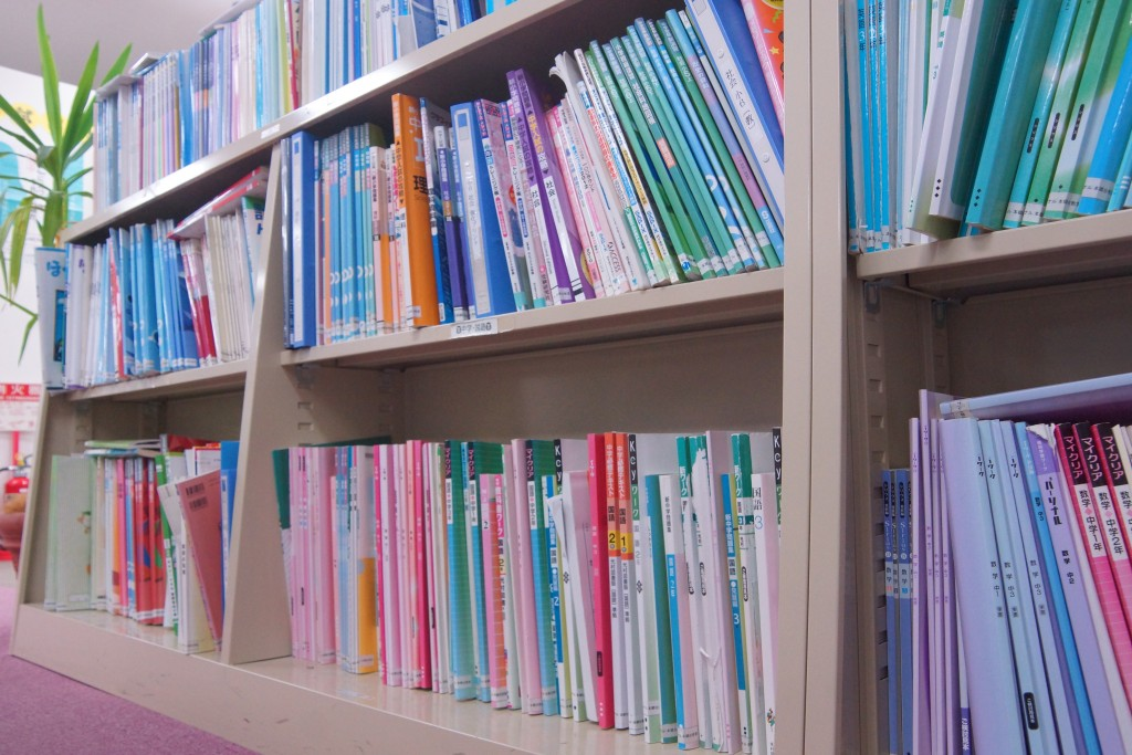 教材は受験用・学校の定期テスト対策用・基本問題用・発展と自分の勉強したい内容に合わせて選べます