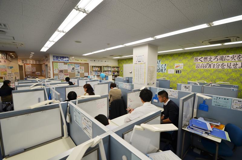 教室はいつも活気にあふれております。