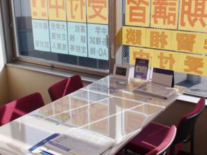 面談室には、中萬学院グループの豊富な受験情報を取りそろえております。ゆっくりとご相談ください。学習相談は無料です。(お電話にてご予約ください)