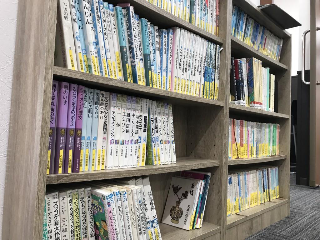 ★「図書コーナー」★ 「入試頻出」のあの本やら、「マンガ日本の歴史」もあります! その場で読むのもよし。借りて家で読むのもよし。