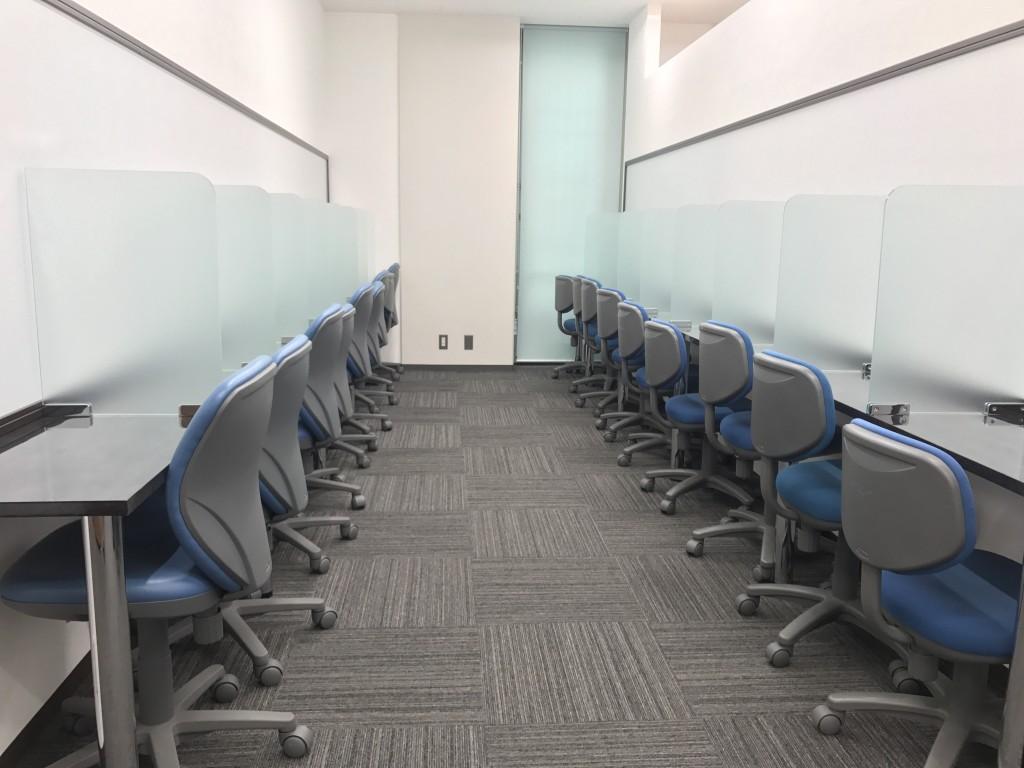 自習室は職員室のすぐ裏に!