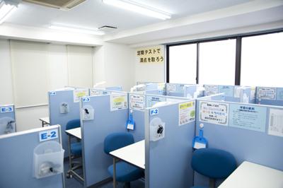 明るい室内とわかりやすい授業で皆様をお待ちしております!