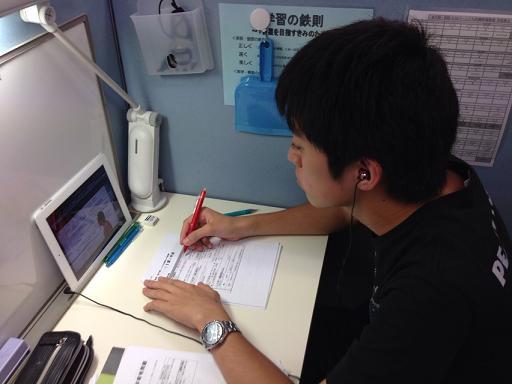 ○web教材で大学受験対策 大学受験対策のweb教材も利用できます。PC・ipad・iphone6など、インターネットに接続可能な環境であれば、教室でも教室外でもいつでも学習できます。web教材で予習→個別指導で演習・弱点補習の反転学習で短期間で効率的な受験対策も可能です。