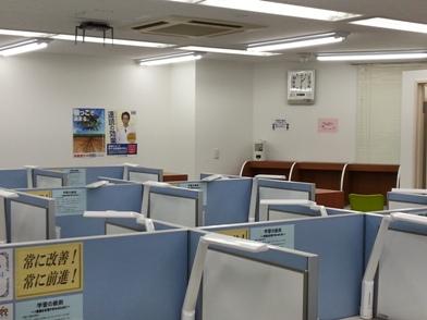 教室は広くて快適です。