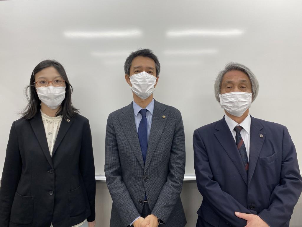 保土ヶ谷スクールの職員です。 (左から)理系:鈴木、室長:岡田、文系:相澤