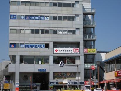 CG啓明館保土ヶ谷スクールは、JR横須賀線 保土ヶ谷駅の  駅ビル6階にあります。  駅直結のビルで、保護者の方のお迎えにも便利です。  保土ヶ谷駅西口バスターミナルも目の前です。