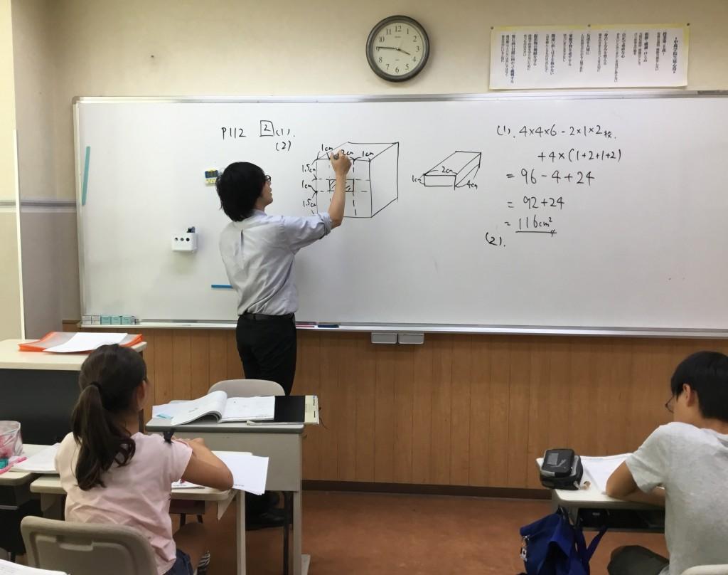 通常授業は小3から受付中です!興味関心を刺激する楽しい授業です♪
