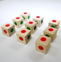 ★☆★☆★ナインキューブ★☆★☆★ ばらばらになったキューブをどの面を見ても色が揃うように並べます。 4つ、8つ、9つのものがあります。 ♪これがなかなか難しく、体験会で保護者の方も夢中になっていらっしゃいます。
