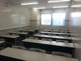 明るい教室で毎回集中した雰囲気の道場です。