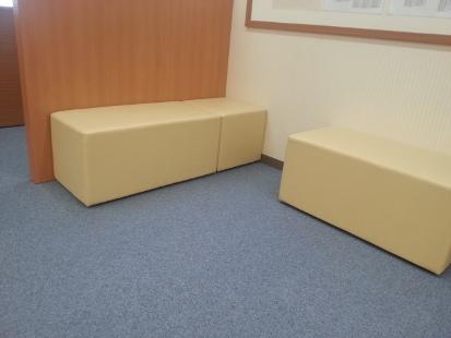 職員室横のリラックススペースです。 保護者の方はこちらでお待ちいただくこともできます。