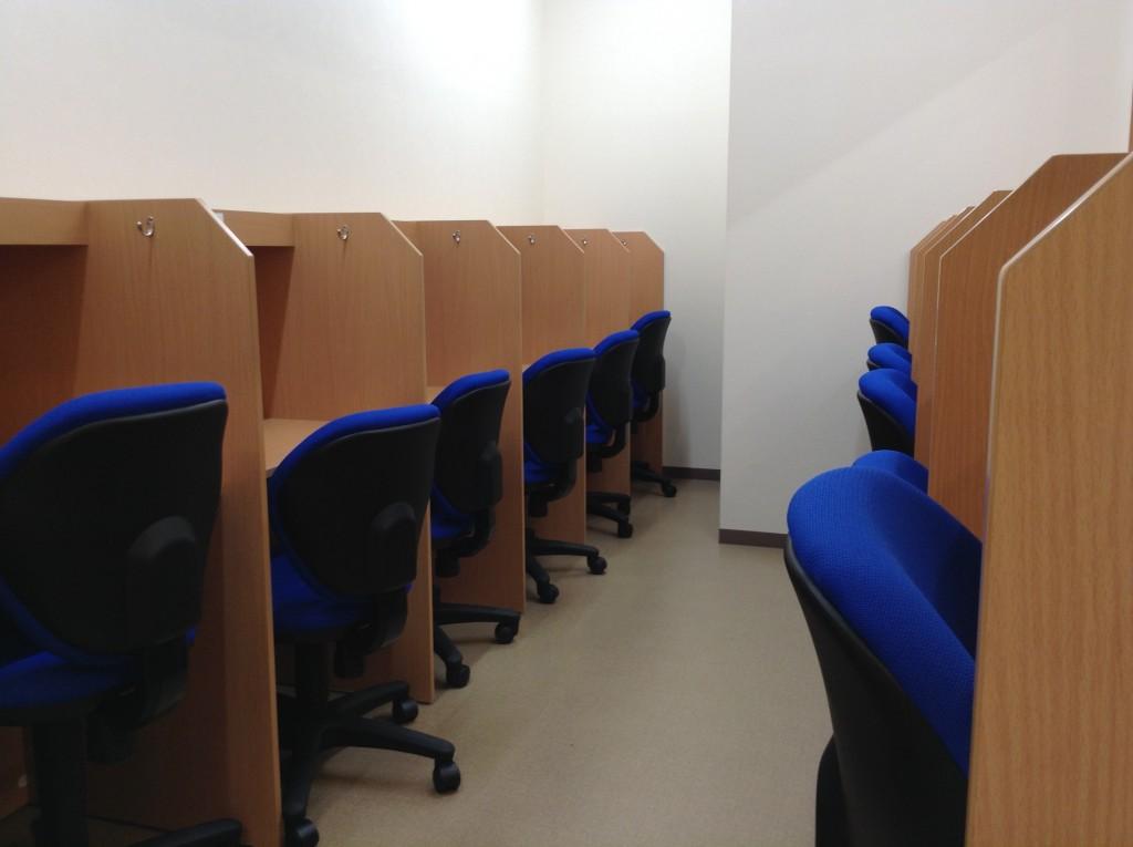 自習室には個別ブースを完備しています!授業がない日も利用できます。