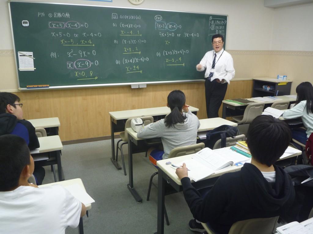 舘先生の切れ味のある授業。 生徒は集中・活気・真剣にあふれています。