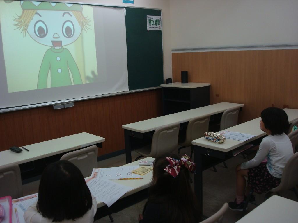 ★玉井式国語的算数教室(小1~小3) 楽しいアニメーションを見てから、問題を解きます!みんな真剣です。★