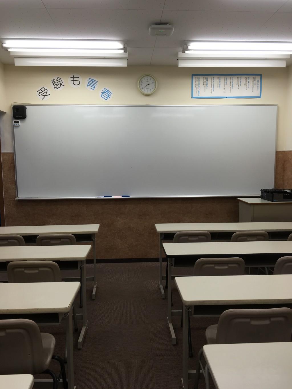 教室は、「集中・活気・真剣」の場。壁紙も整え、清潔感のある環境で生徒さんの学習を応援していきます。