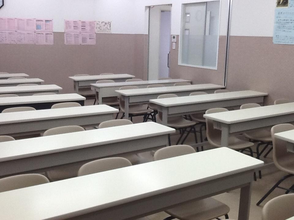 こちらの教室はスクールの中でも大きな教室です。保護者会などもこちらの教室を使うことがあります。
