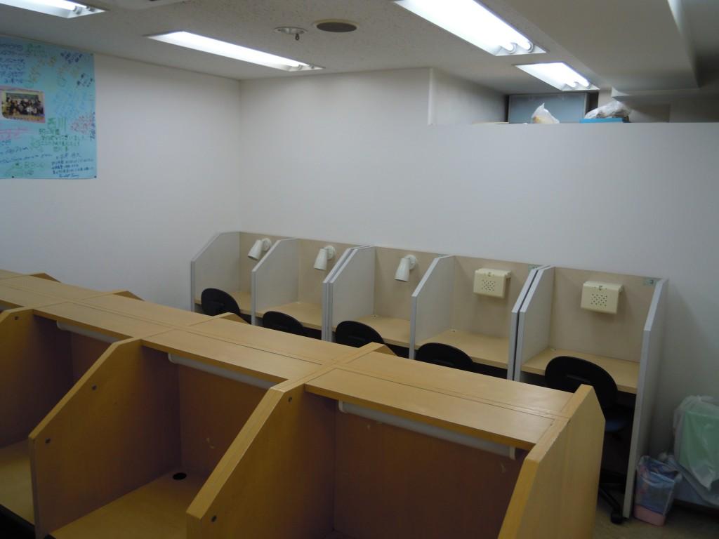 自習室です。個別ブースになっており、集中して勉強ができる環境です。 中学生はもちろん小学生もよく利用しています。