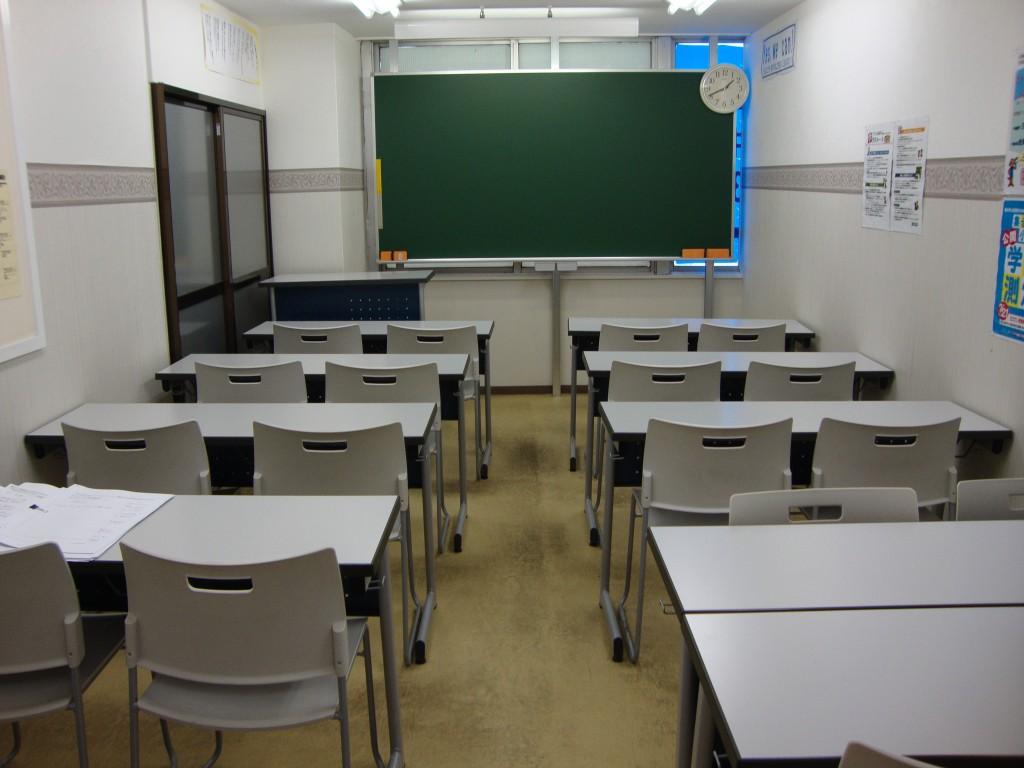 ~教室~ こちらで勉強をします。頑張って勉強しましょう。