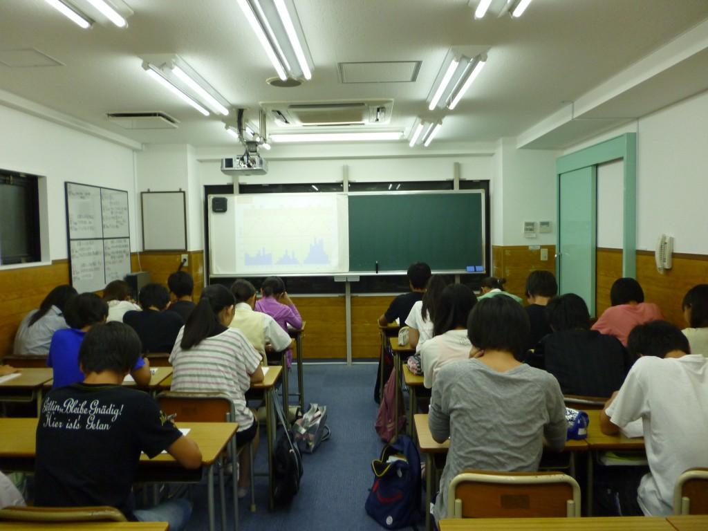 ★プロジェクターのある教室では映像を見ながら授業を受けることができるので、視覚的に物事を理解することができます!
