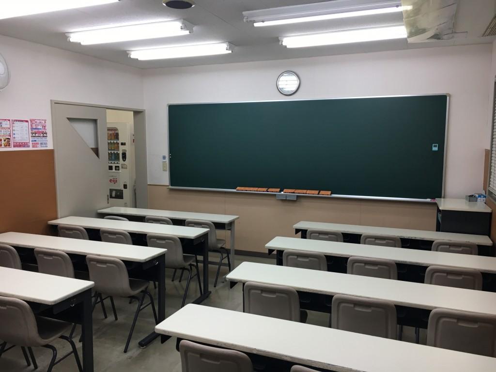 教室風景です。 集中・活気・真剣が60年以上続く学院の授業スタイルです。