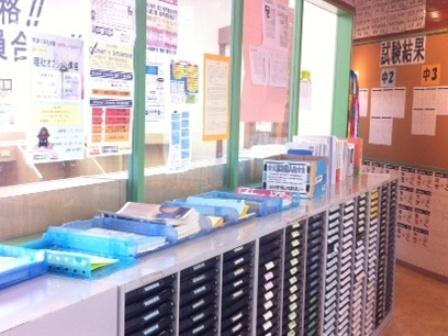 ♦生徒用連絡ボックス♦  生徒への連絡のときはこのボックスに入れています。 その他にも生徒の持ち物など自由に入れておくことができます。