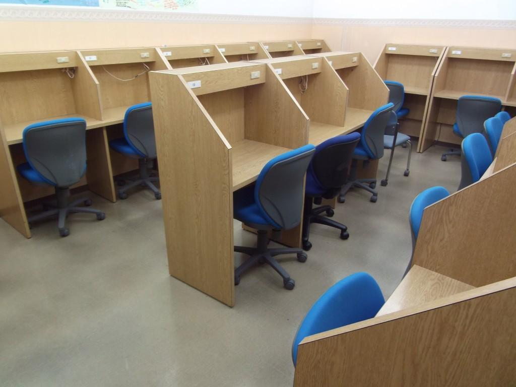 広々とした自習室があるので授業のない日でも集中して勉強をしていただけます。 自習室を活用して成績を大幅アップした生徒も見られます。
