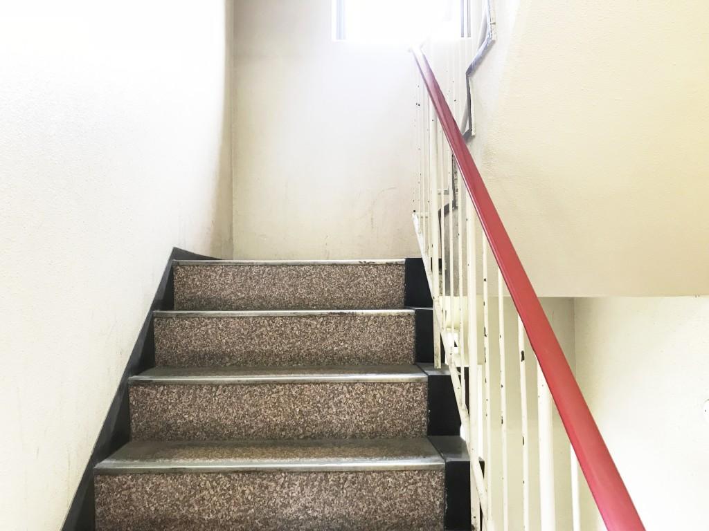 階段でまずは3階まで上ります。