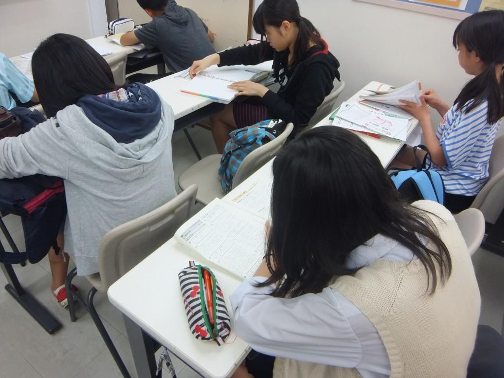 テスト対策中は、自己最高点をとるため、とても集中して取り組んでいます。
