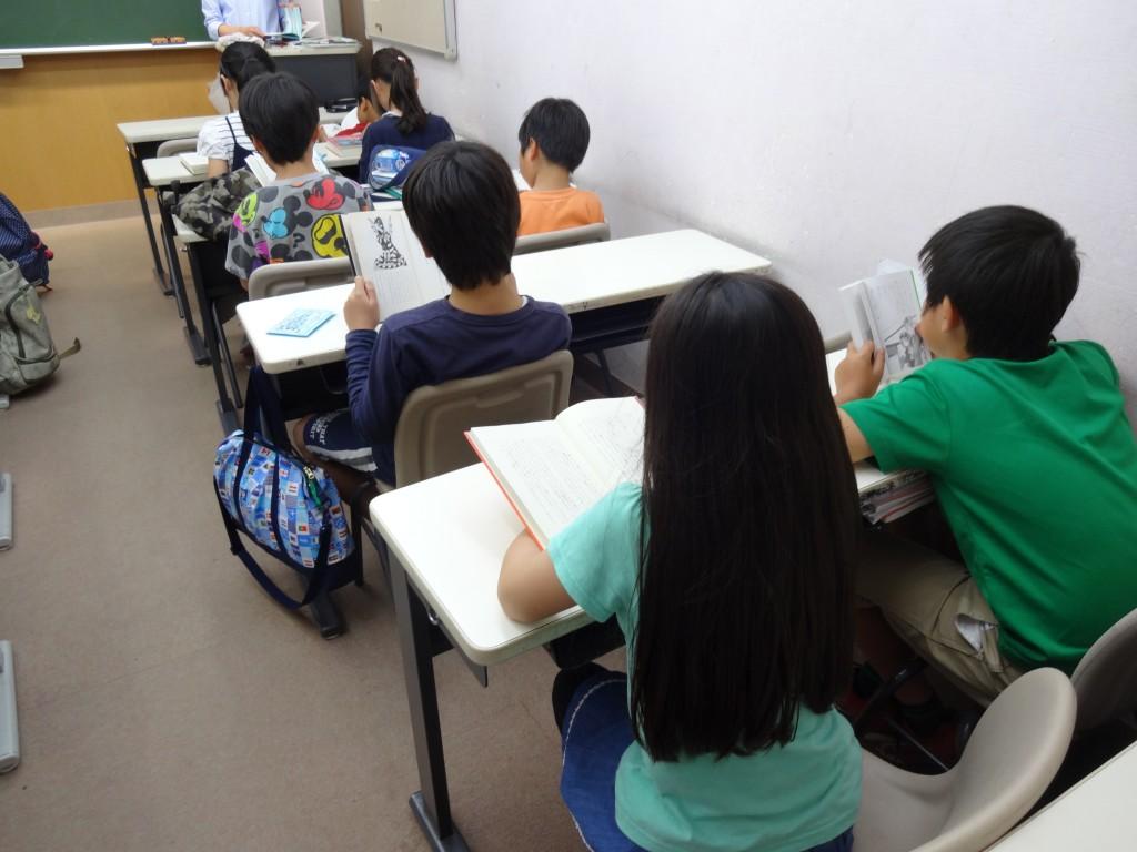 火曜日の読書クラブの様子(4年生)