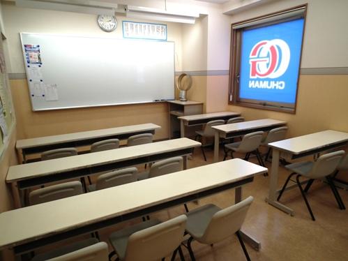 教室です。  1クラス少人数で授業を行っておりますので、活発に生徒も発言することができます♪